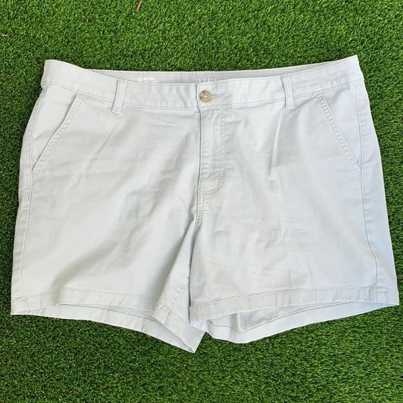 A.N.A. light green shorts